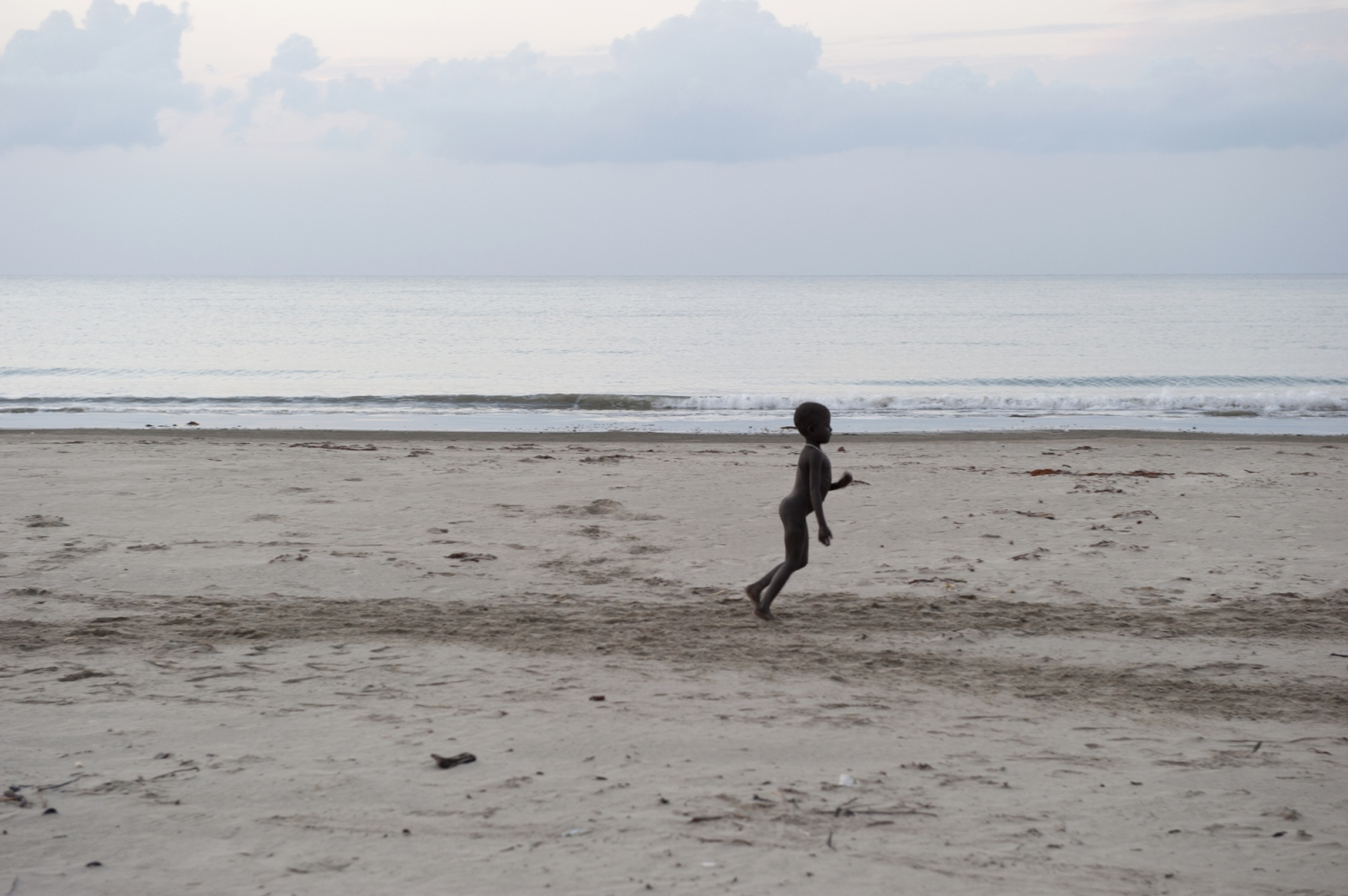 Art and Documentary Photography - Loading jarawa__beilvert_girl_on_the_beach.jpg
