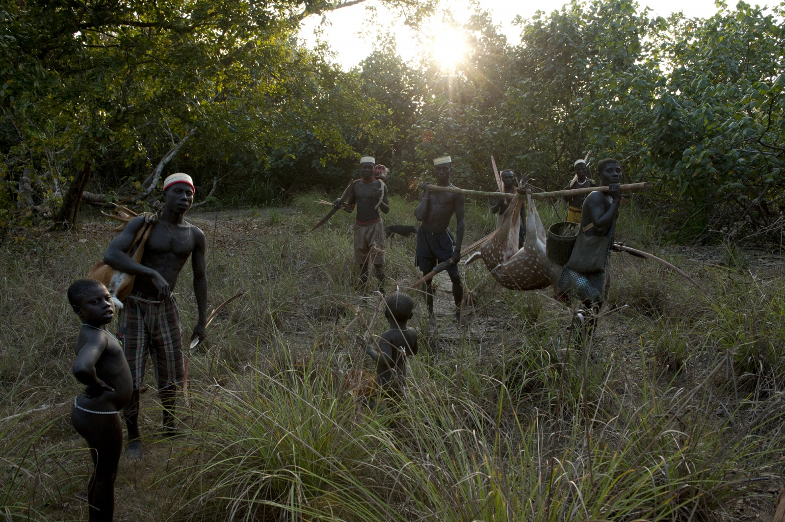 Art and Documentary Photography - Loading jarawa_beilver_treturn_from_hunting.jpg