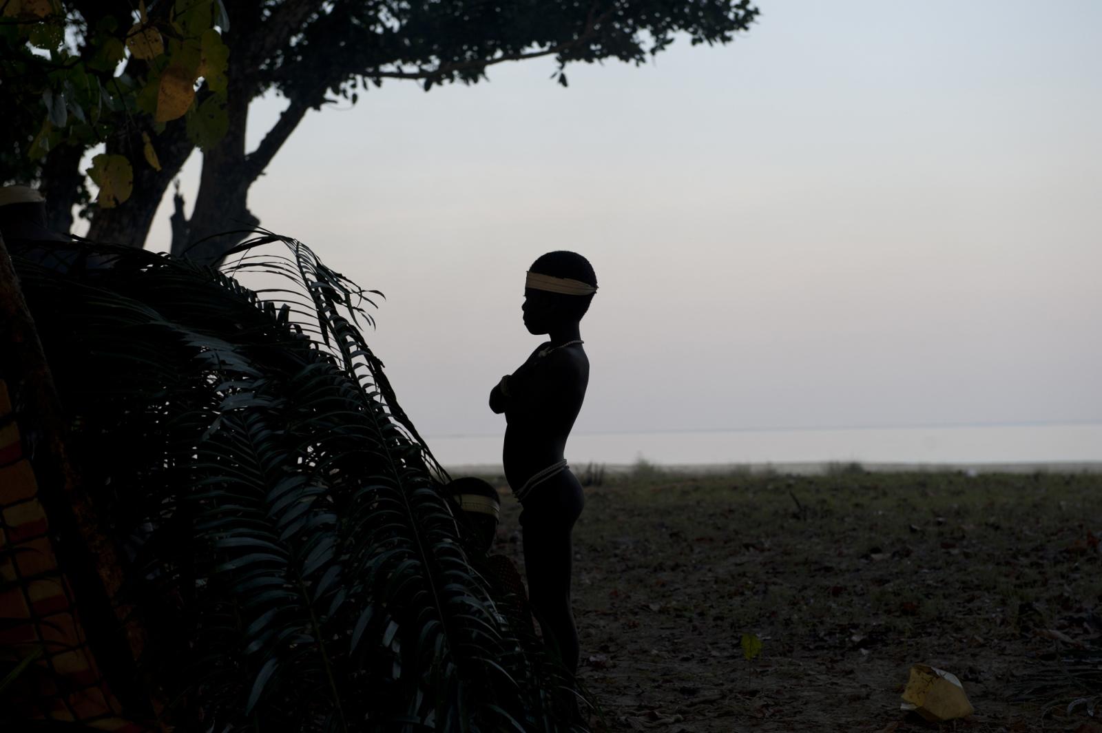 Art and Documentary Photography - Loading jarawa_beilvert_boy_on_the_beach.jpg