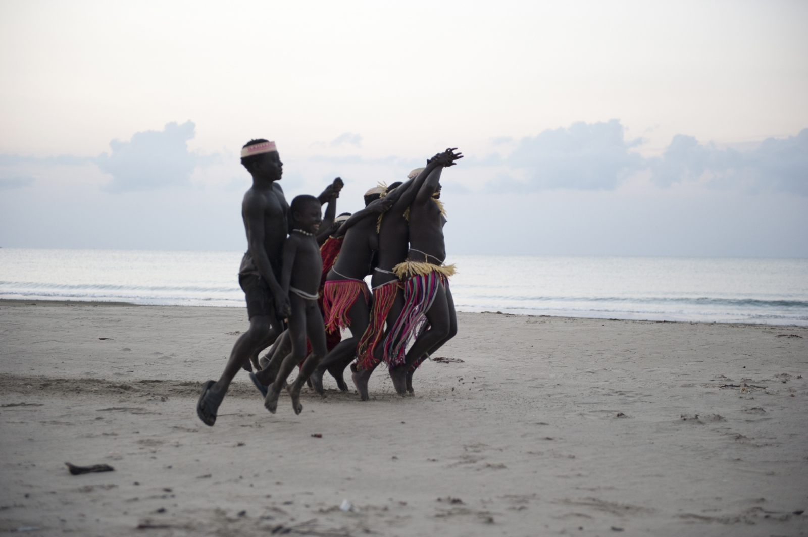 Art and Documentary Photography - Loading jarawa_beilvert_dancing_on_the_beach.jpg