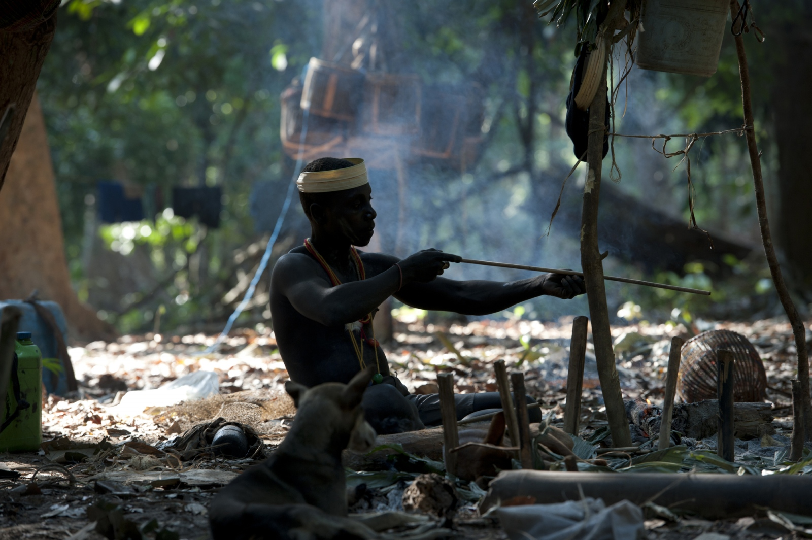 Art and Documentary Photography - Loading jarawa_beilvert_man_making_an_arrow.jpg
