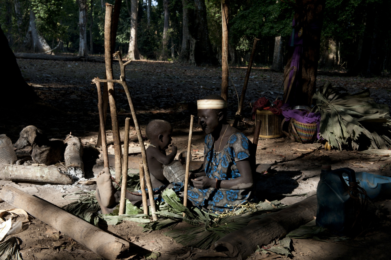Art and Documentary Photography - Loading jarawa_beilvert_mother_and_son_in_a_camp.jpg