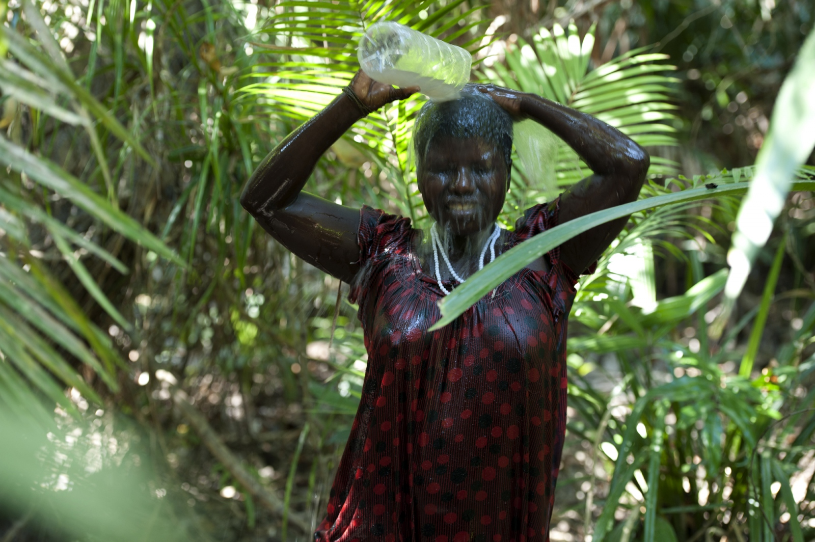 Art and Documentary Photography - Loading jarawa_beilvert_woman_taking_shower_in_the_jungle.jpg