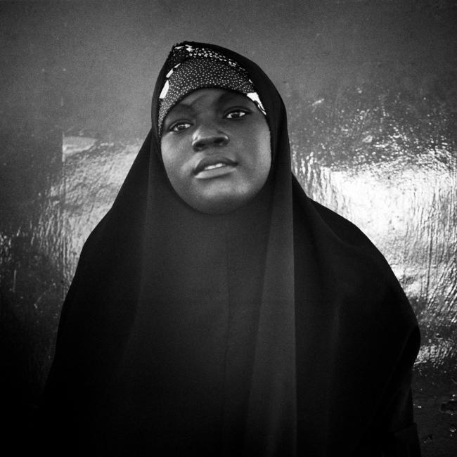 Photography image - Loading NigerianGirls_TianaMarkova-Gold_003.jpg