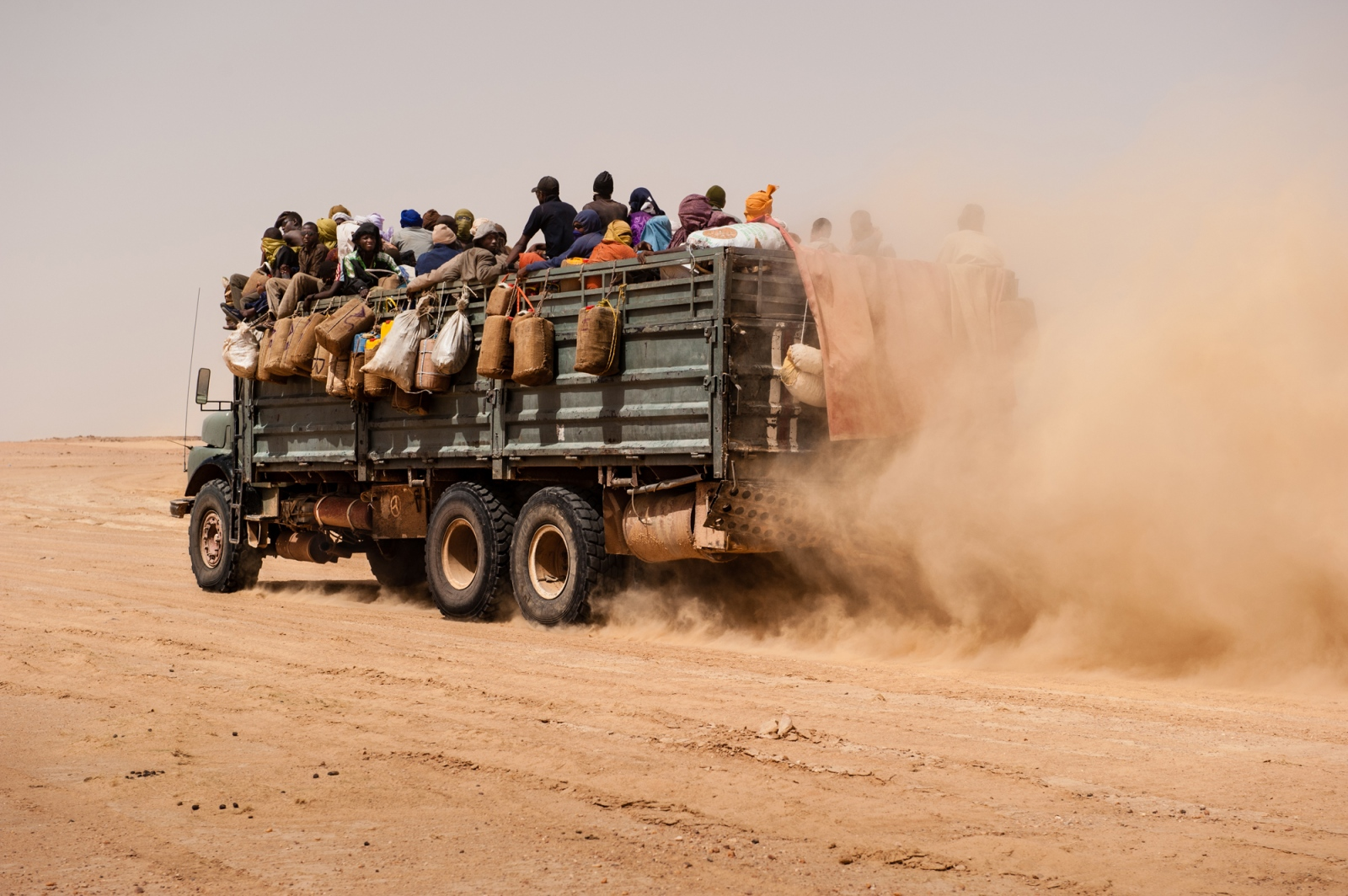 Art and Documentary Photography - Loading africa_refugee_beilvert_tenere_desert_truck_niger.jpg
