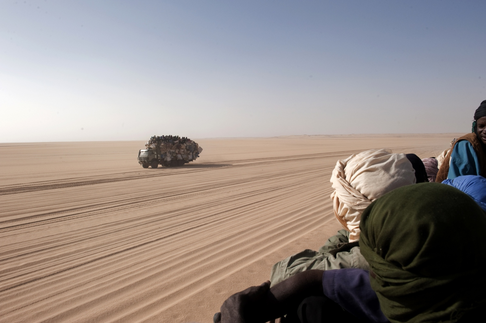Art and Documentary Photography - Loading africa_refugee_beilvert_truck_tenere_desert_3.jpg