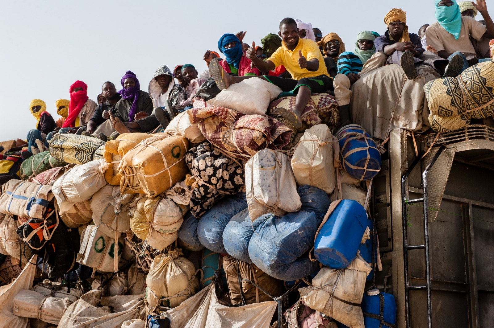 Art and Documentary Photography - Loading africa_refugee_beilvert_truck_tenere_desert_niger.jpg