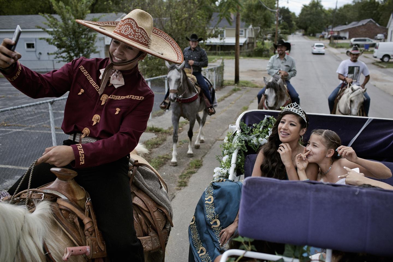 Art and Documentary Photography - Loading latino_11.jpg