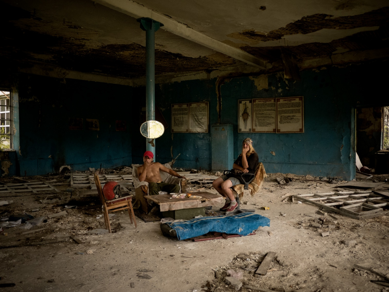 Art and Documentary Photography - Loading 021alfredobosco_davaidonbass.jpg