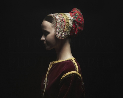 čepiec I headdress Važec    Photo Rag® Baryta, Hahnemühle 315g, limited edition     80 x 100 cm  of 23+2AP     40 x 50 cm of 48+2AP     20 x 25cm of 198+2AP      signed, dated and numbered, with a Certificate of authenticity