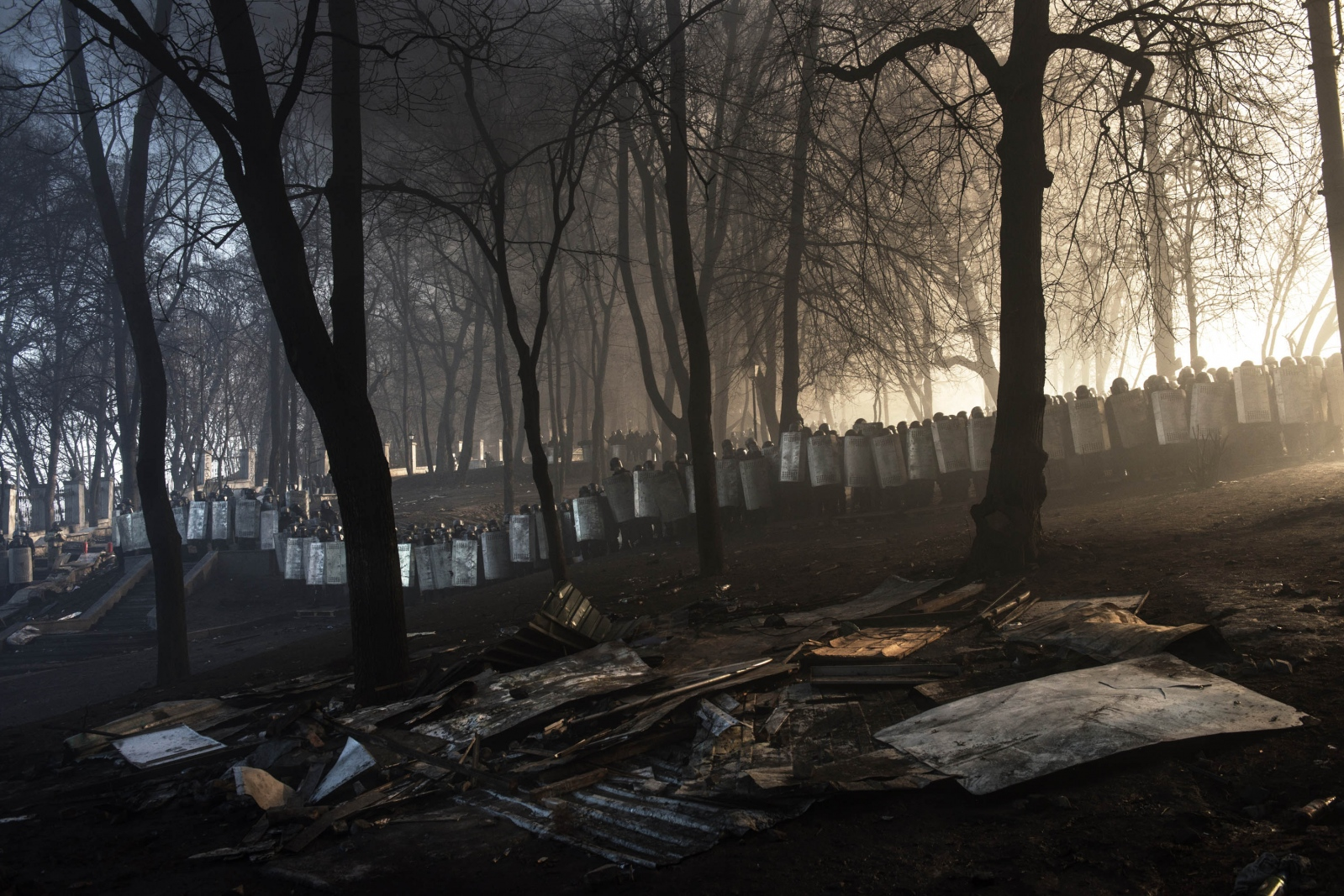 Art and Documentary Photography - Loading Behind_Kiev_s_barricades_003.jpg