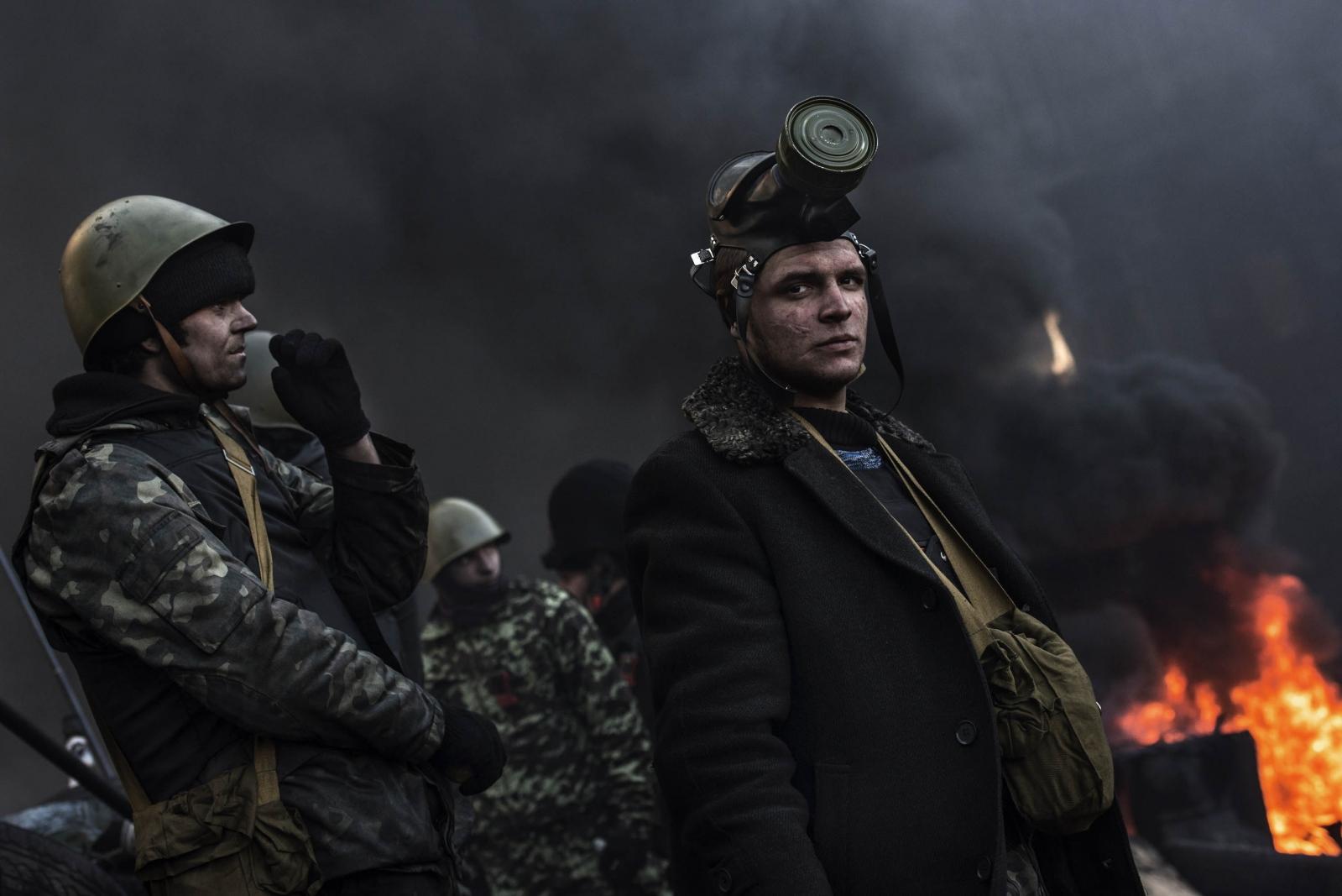 Art and Documentary Photography - Loading Behind_Kiev_s_barricades_011.jpg