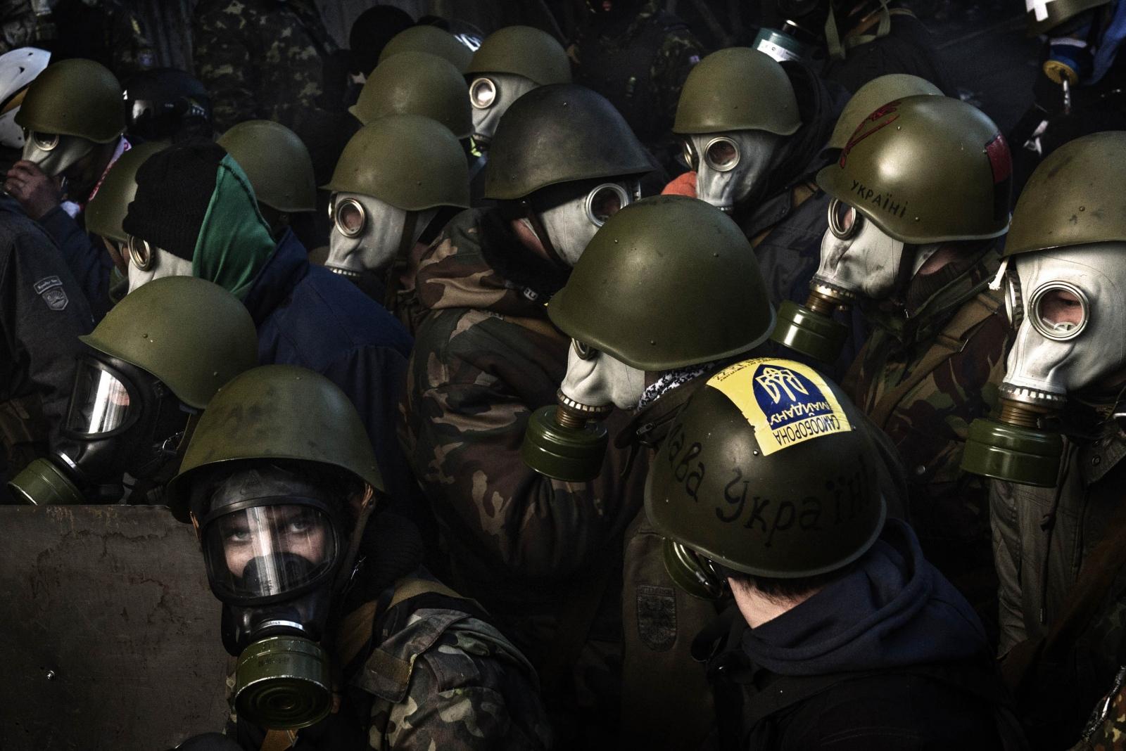 Art and Documentary Photography - Loading Behind_Kiev_s_barricades_015.jpg
