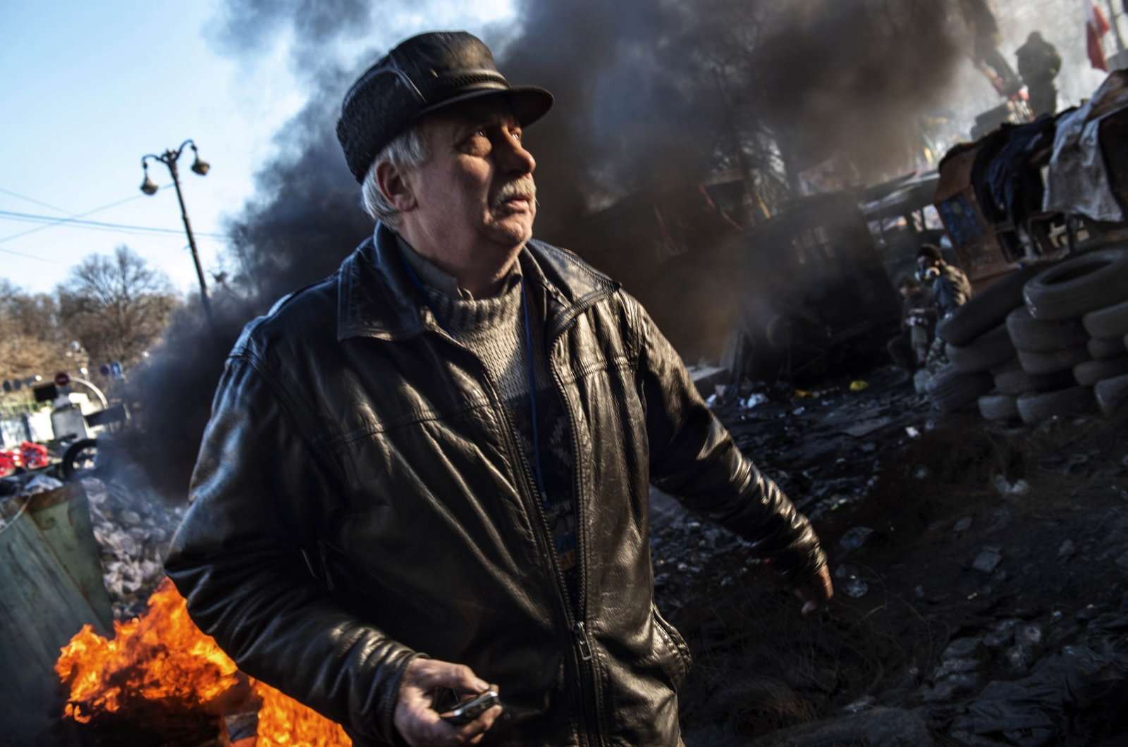 Art and Documentary Photography - Loading Behind_Kiev_s_barricades_018.jpg