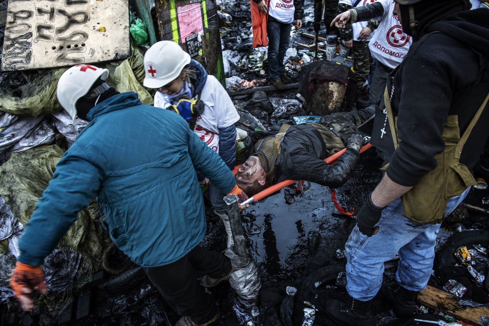 Art and Documentary Photography - Loading Behind_Kiev_s_barricades_019.jpg