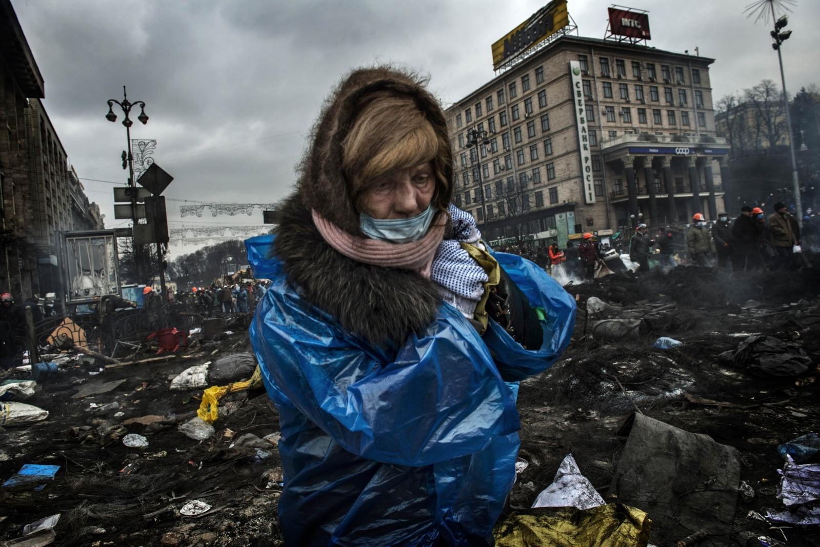 Art and Documentary Photography - Loading Behind_Kiev_s_barricades_024.jpg