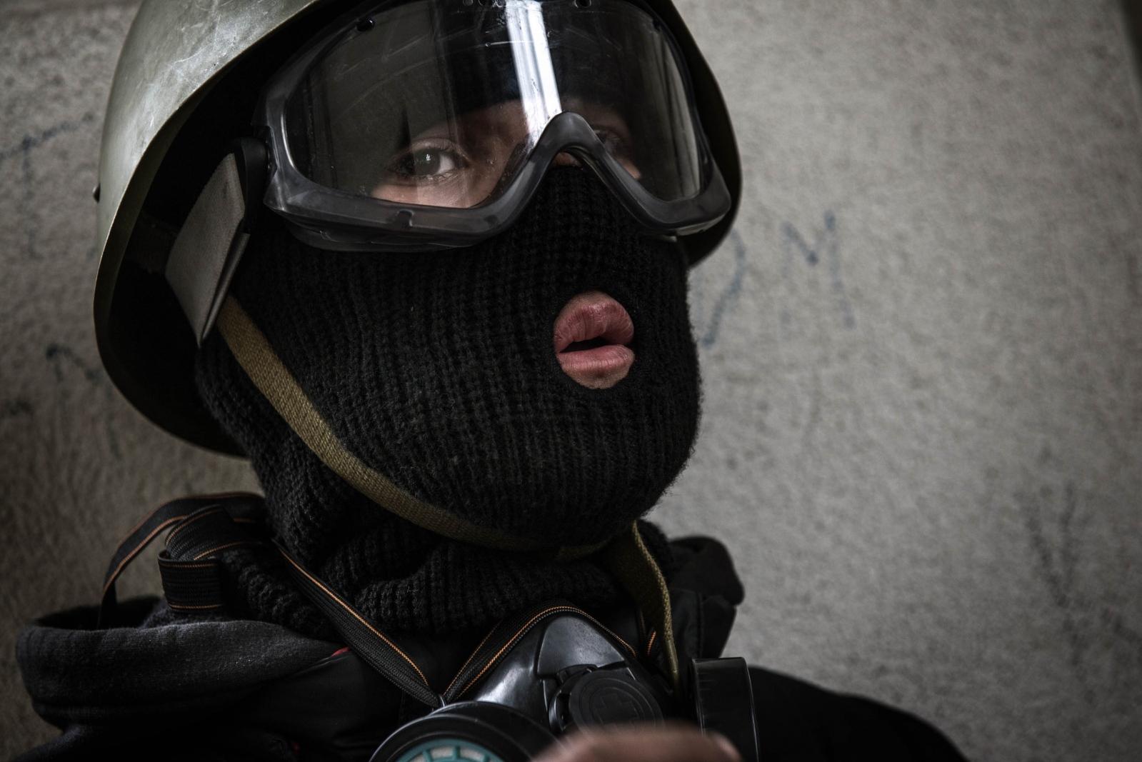 Art and Documentary Photography - Loading Behind_Kiev_s_barricades_031.jpg