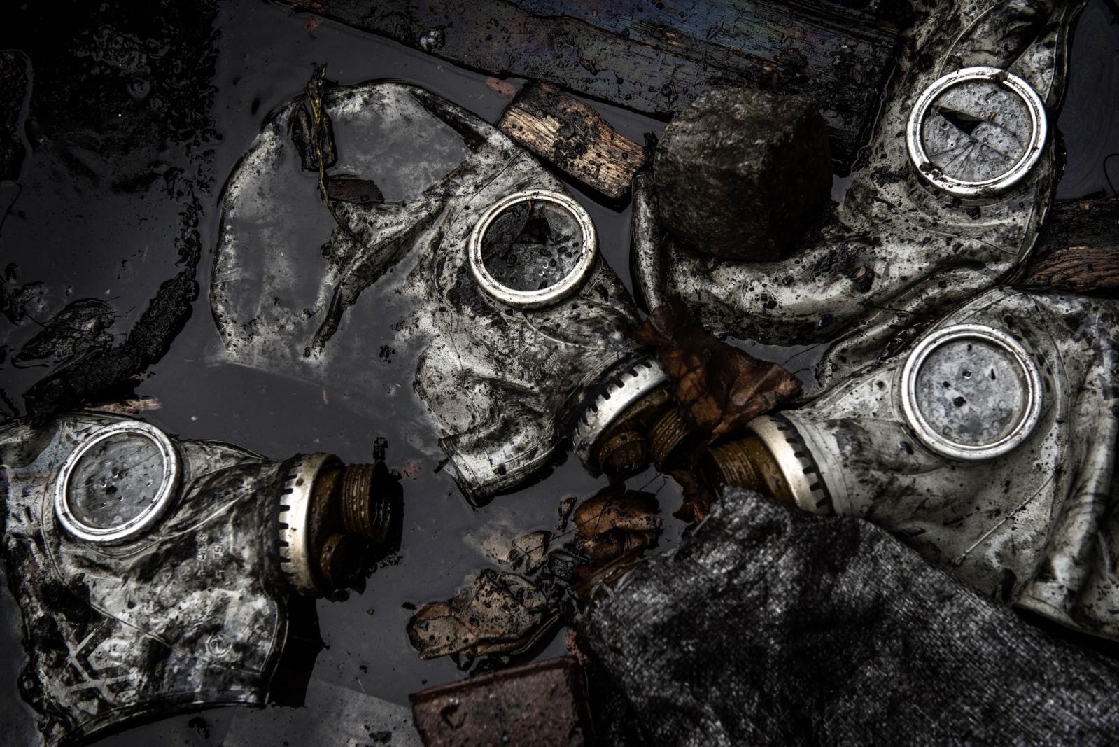 Art and Documentary Photography - Loading Behind_Kiev_s_barricades_040.jpg