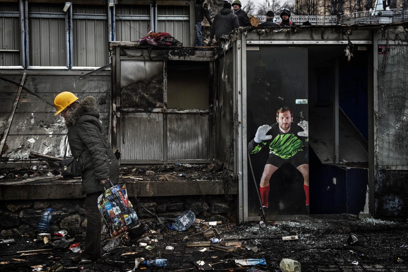 Art and Documentary Photography - Loading Behind_Kiev_s_barricades_041.jpg