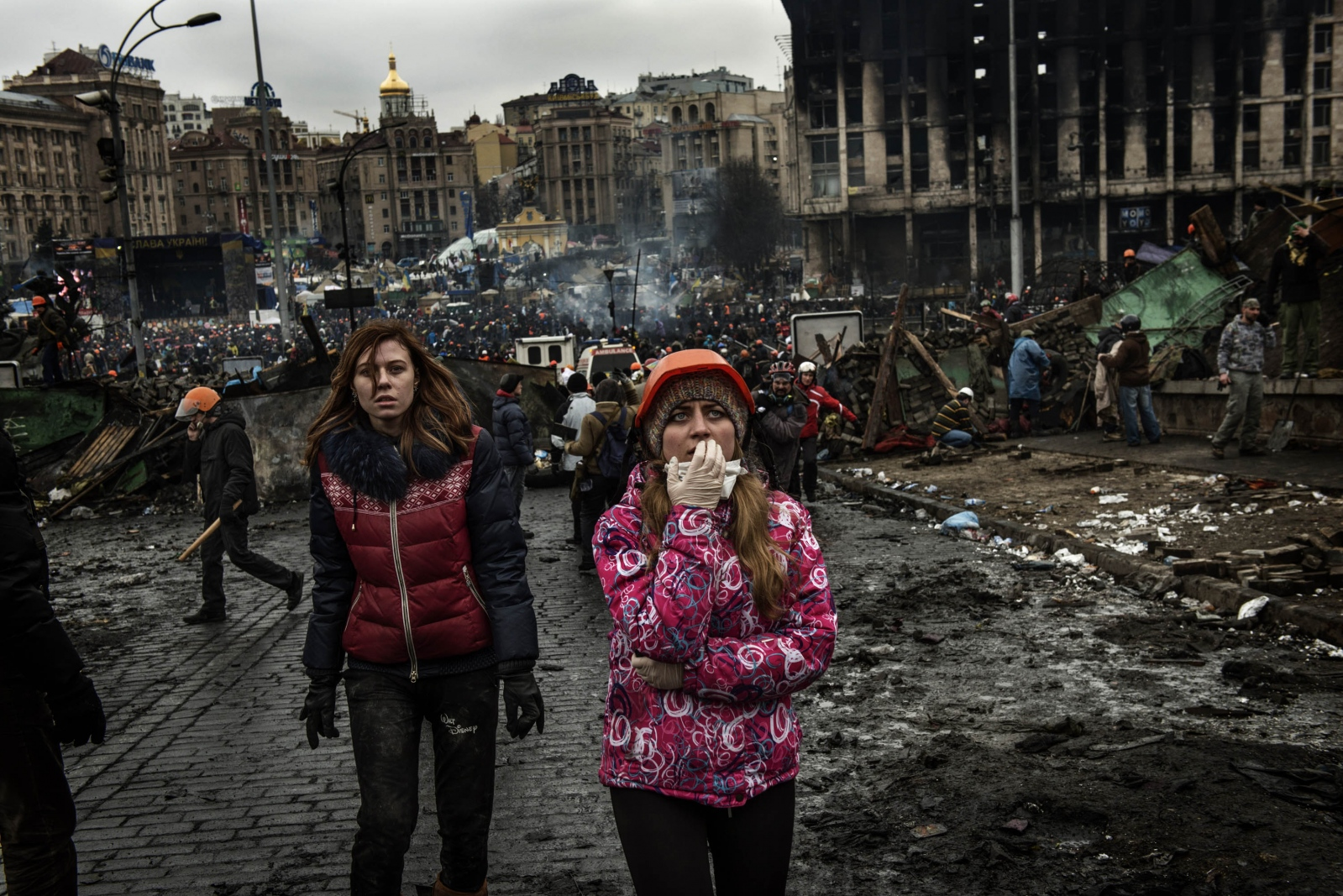 Art and Documentary Photography - Loading Behind_Kiev_s_barricades_048.jpg