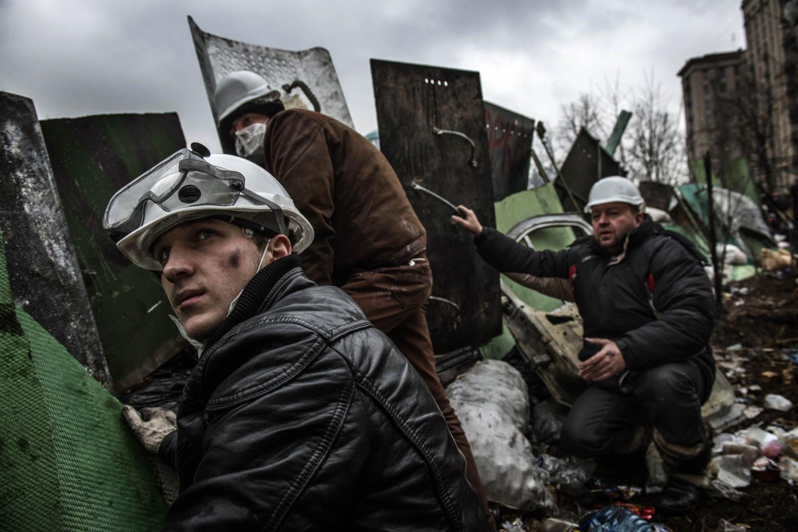 Art and Documentary Photography - Loading Behind_Kiev_s_barricades_050.jpg