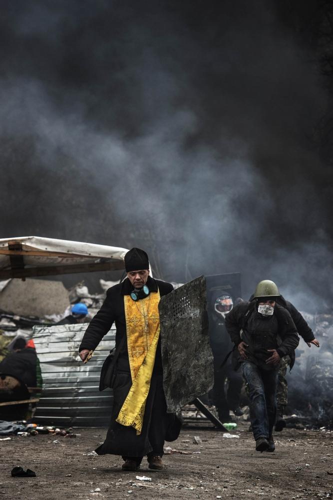 Art and Documentary Photography - Loading Behind_Kiev_s_barricades_051.jpg