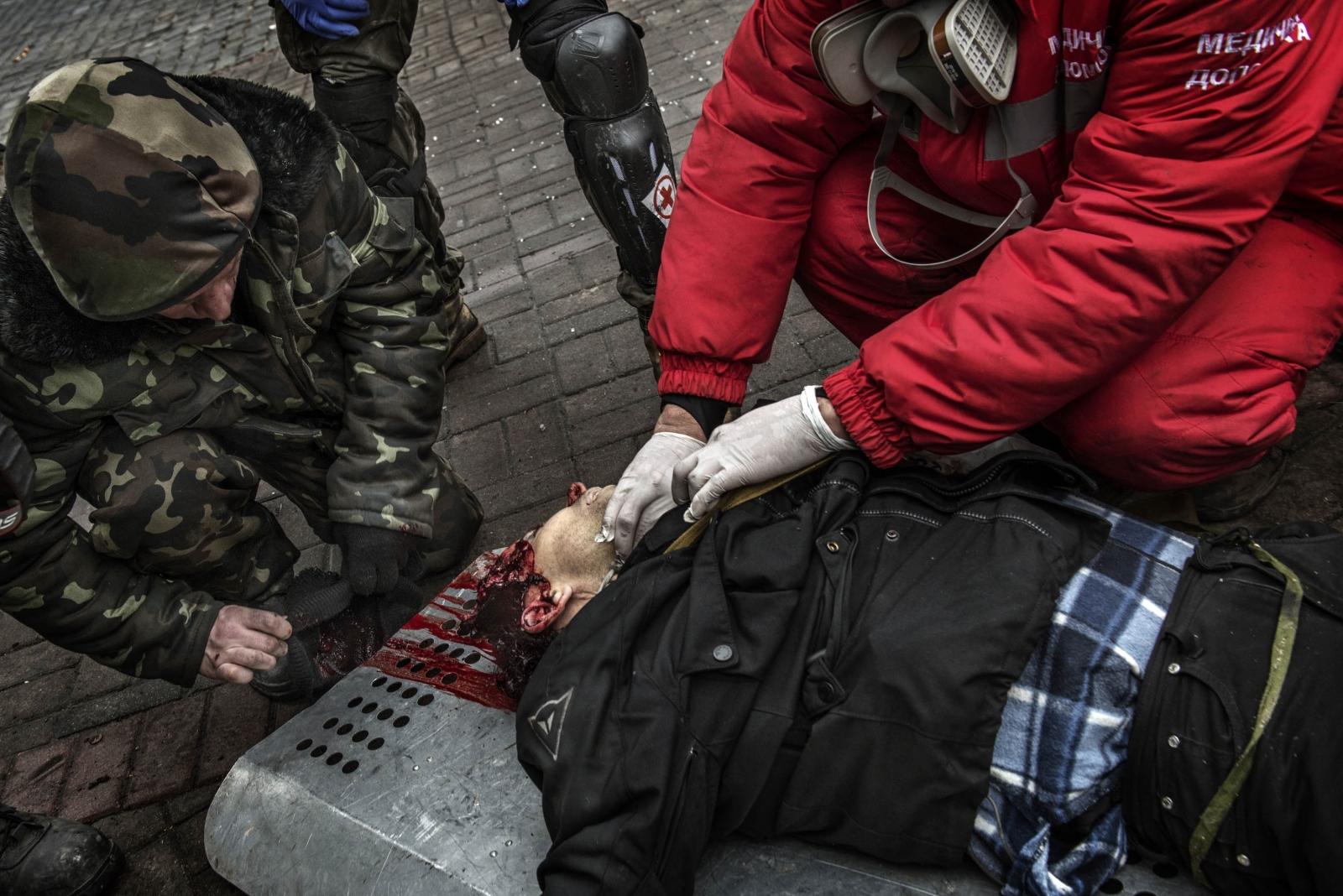 Art and Documentary Photography - Loading Behind_Kiev_s_barricades_058.jpg