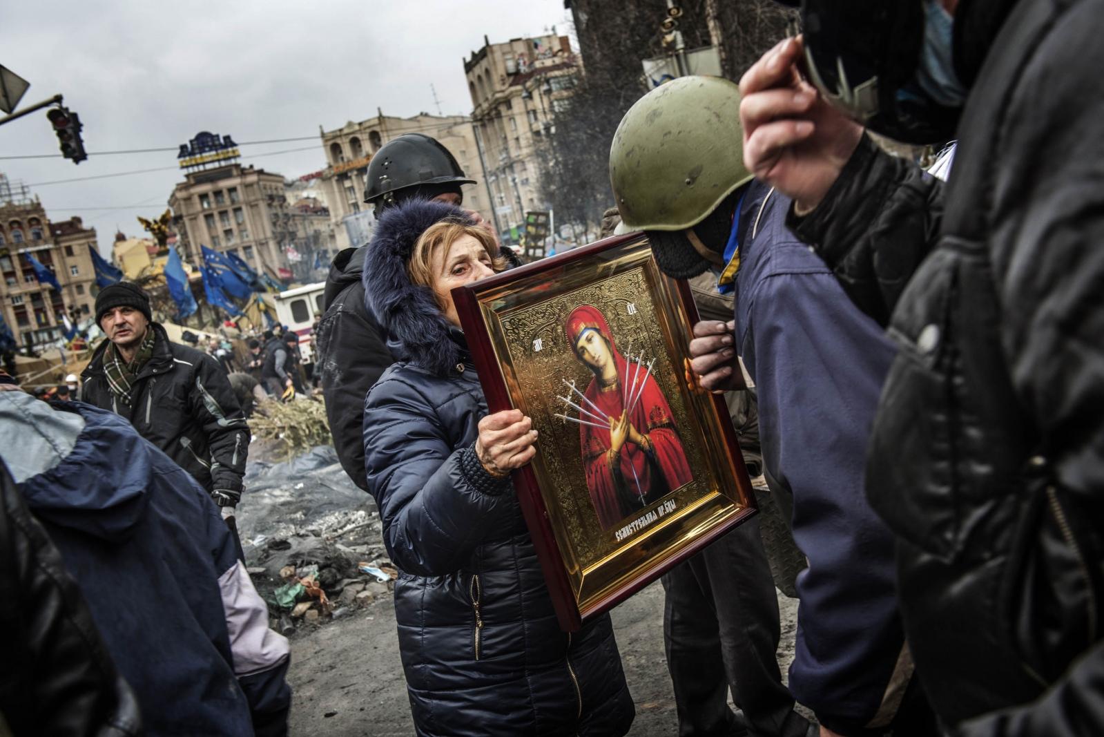 Art and Documentary Photography - Loading Behind_Kiev_s_barricades_065.jpg