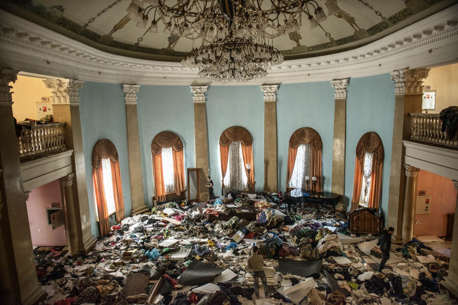 Art and Documentary Photography - Loading Behind_Kiev_s_barricades_071.jpg