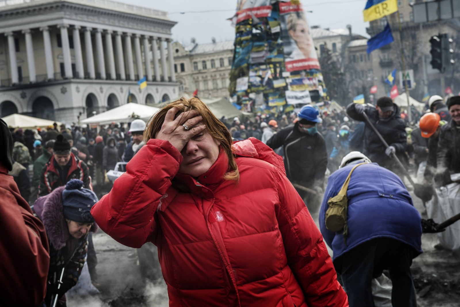 Art and Documentary Photography - Loading Behind_Kiev_s_barricades_074.jpg