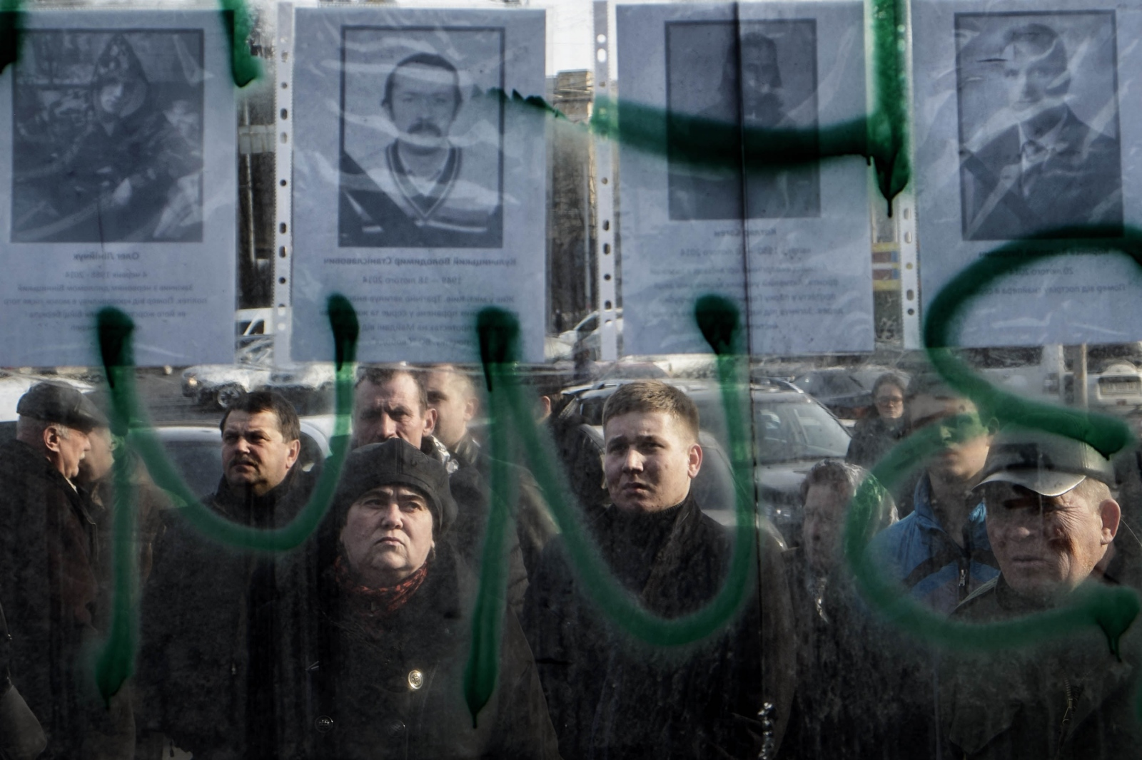 Art and Documentary Photography - Loading Behind_Kiev_s_barricades_075.jpg