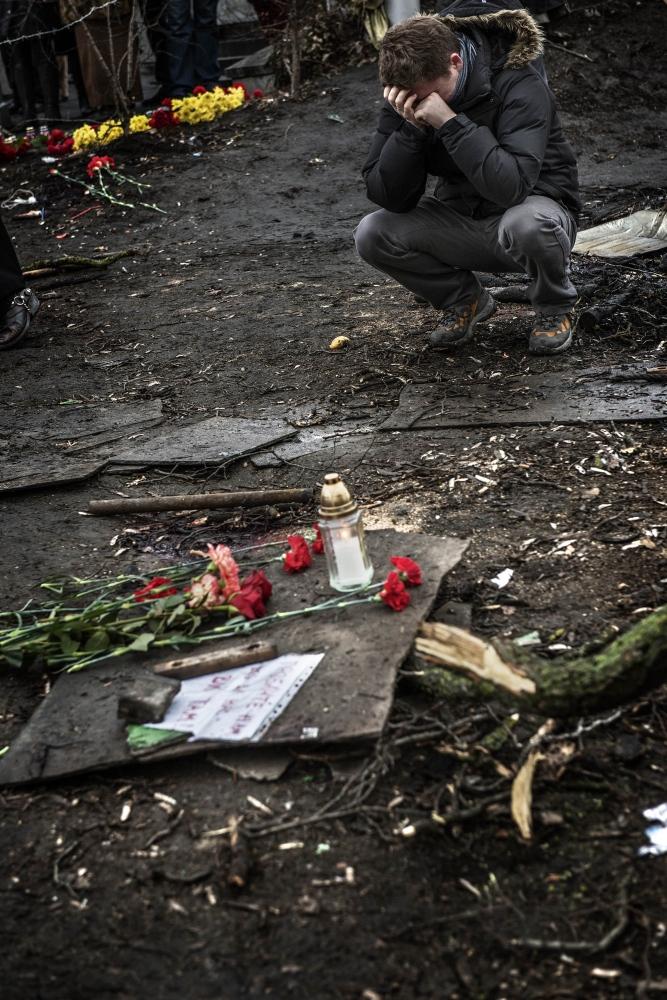 Art and Documentary Photography - Loading Behind_Kiev_s_barricades_081.jpg