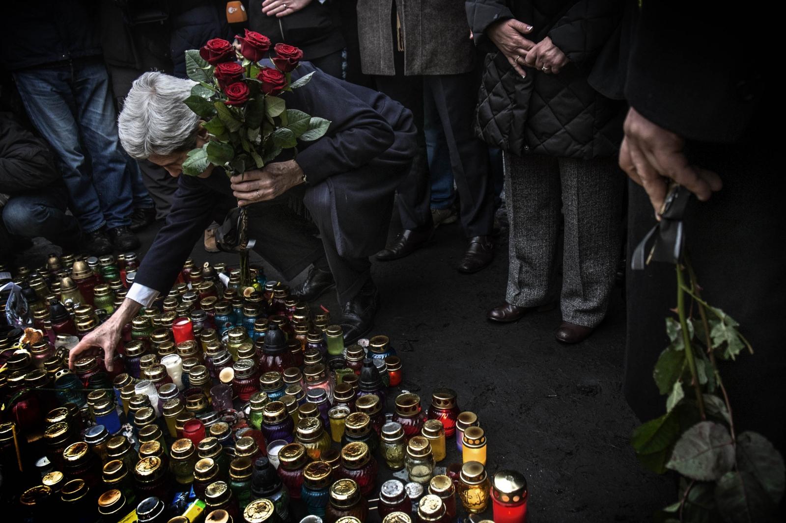 Art and Documentary Photography - Loading Behind_Kiev_s_barricades_083.jpg
