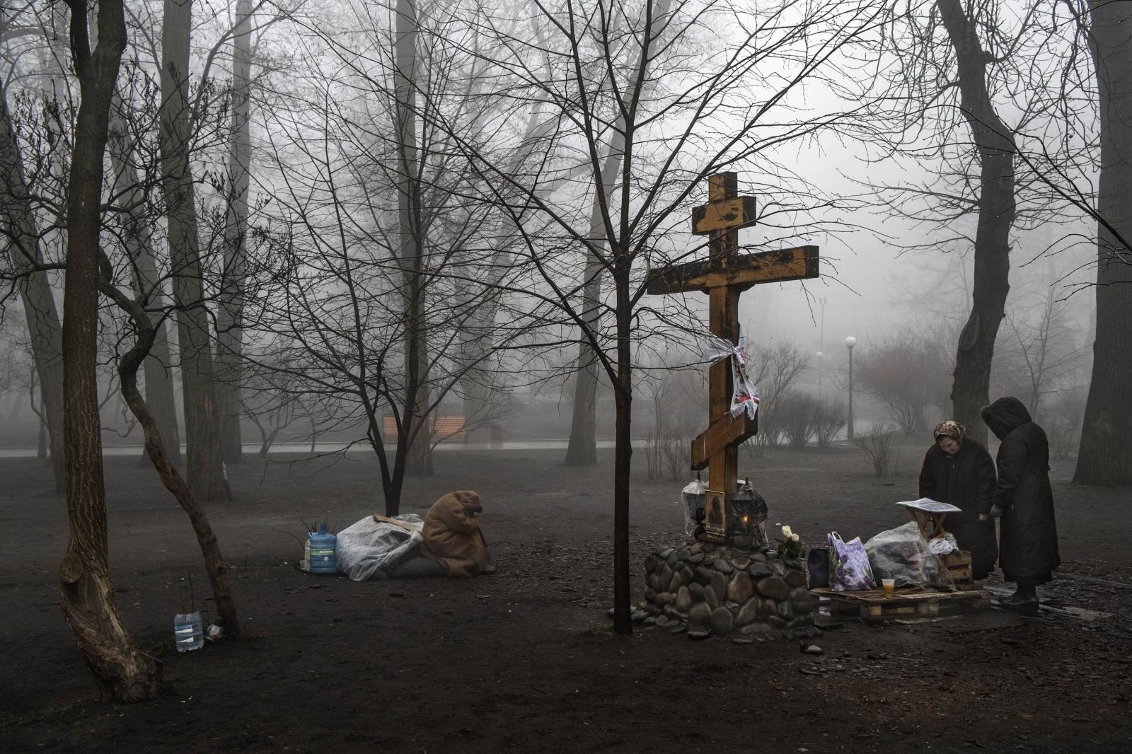 Art and Documentary Photography - Loading Behind_Kiev_s_barricades_085.jpg