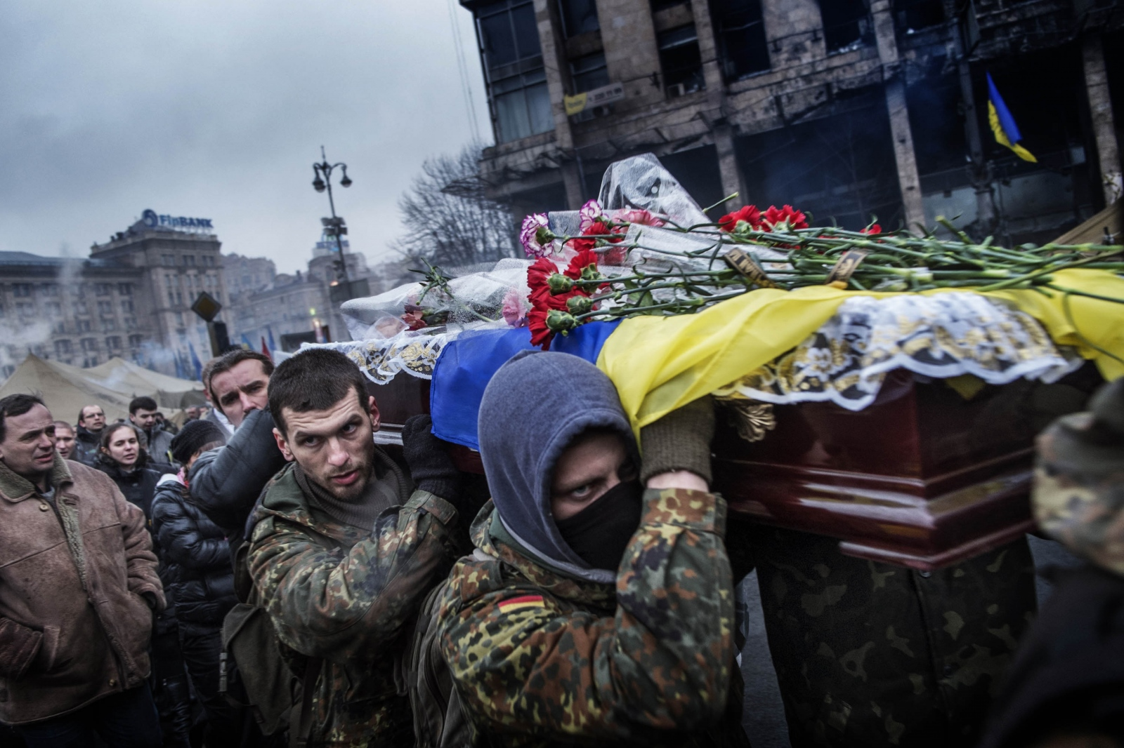 Art and Documentary Photography - Loading Behind_Kiev_s_barricades_087.jpg