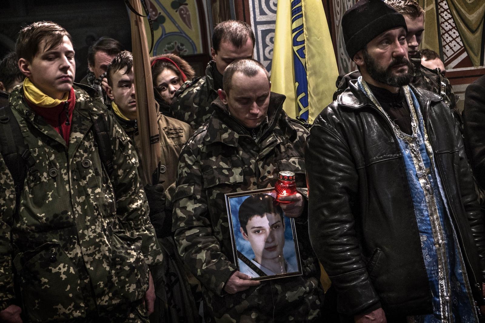 Art and Documentary Photography - Loading Behind_Kiev_s_barricades_092.jpg