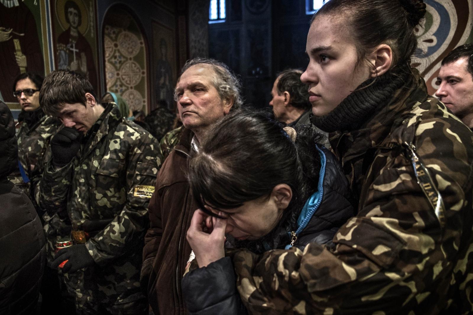 Art and Documentary Photography - Loading Behind_Kiev_s_barricades_094.jpg