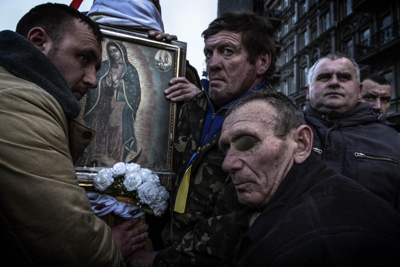 Art and Documentary Photography - Loading Behind_Kiev_s_barricades_100.jpg
