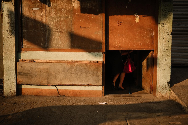 Art and Documentary Photography - Loading NowhereManila006.jpg