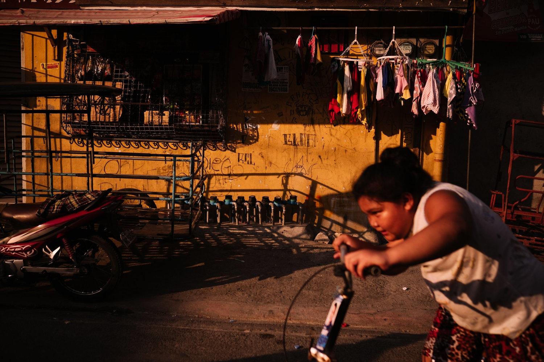 Art and Documentary Photography - Loading NowhereManila011.jpg