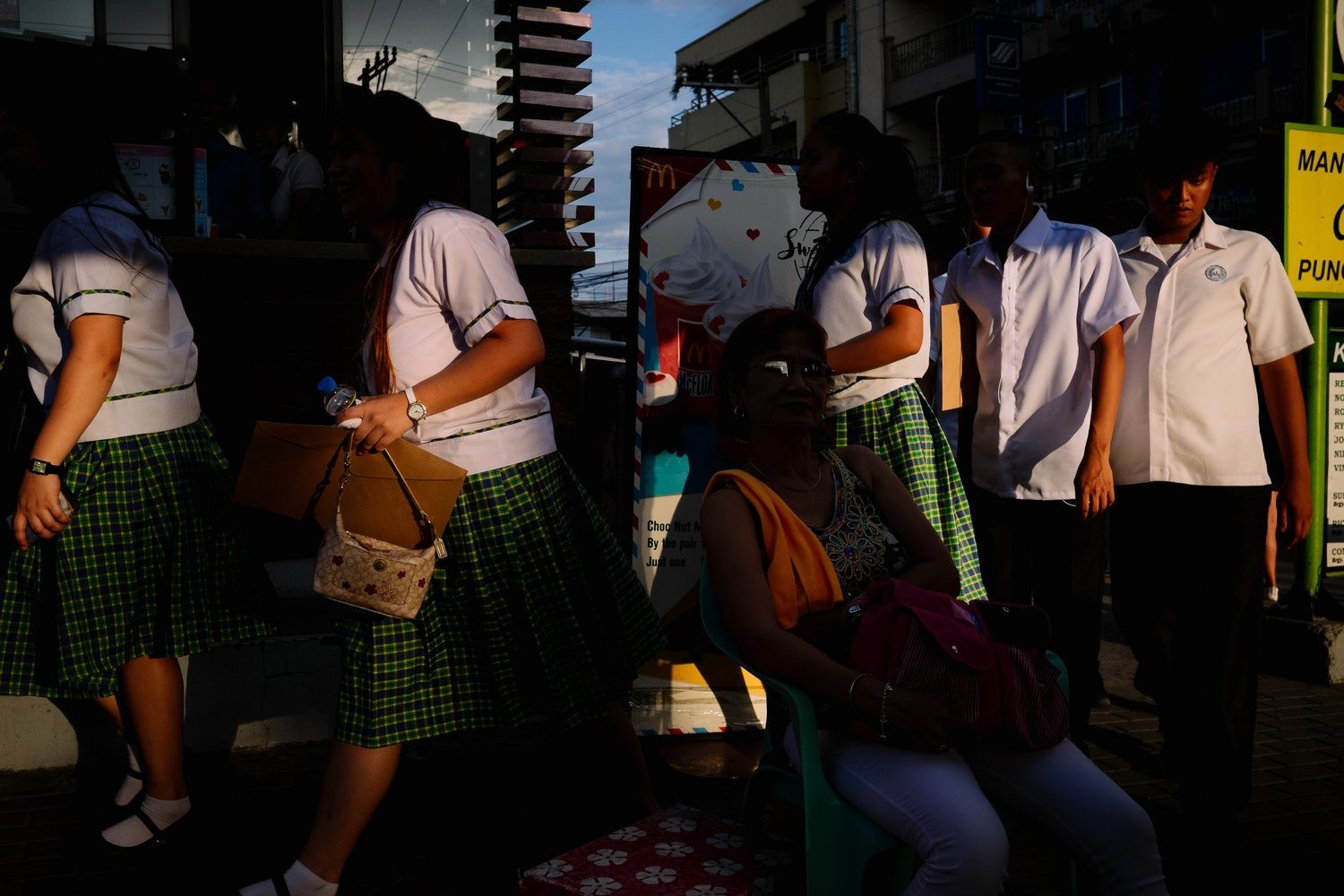 Art and Documentary Photography - Loading NowhereManila018.jpg