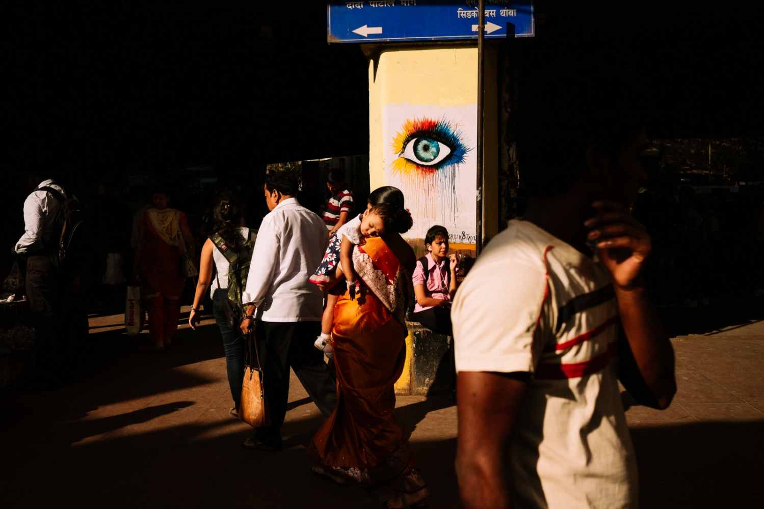 Art and Documentary Photography - Loading commuting_mumbai_003.jpg