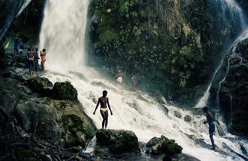 Art and Documentary Photography - Loading haiti_003.jpg