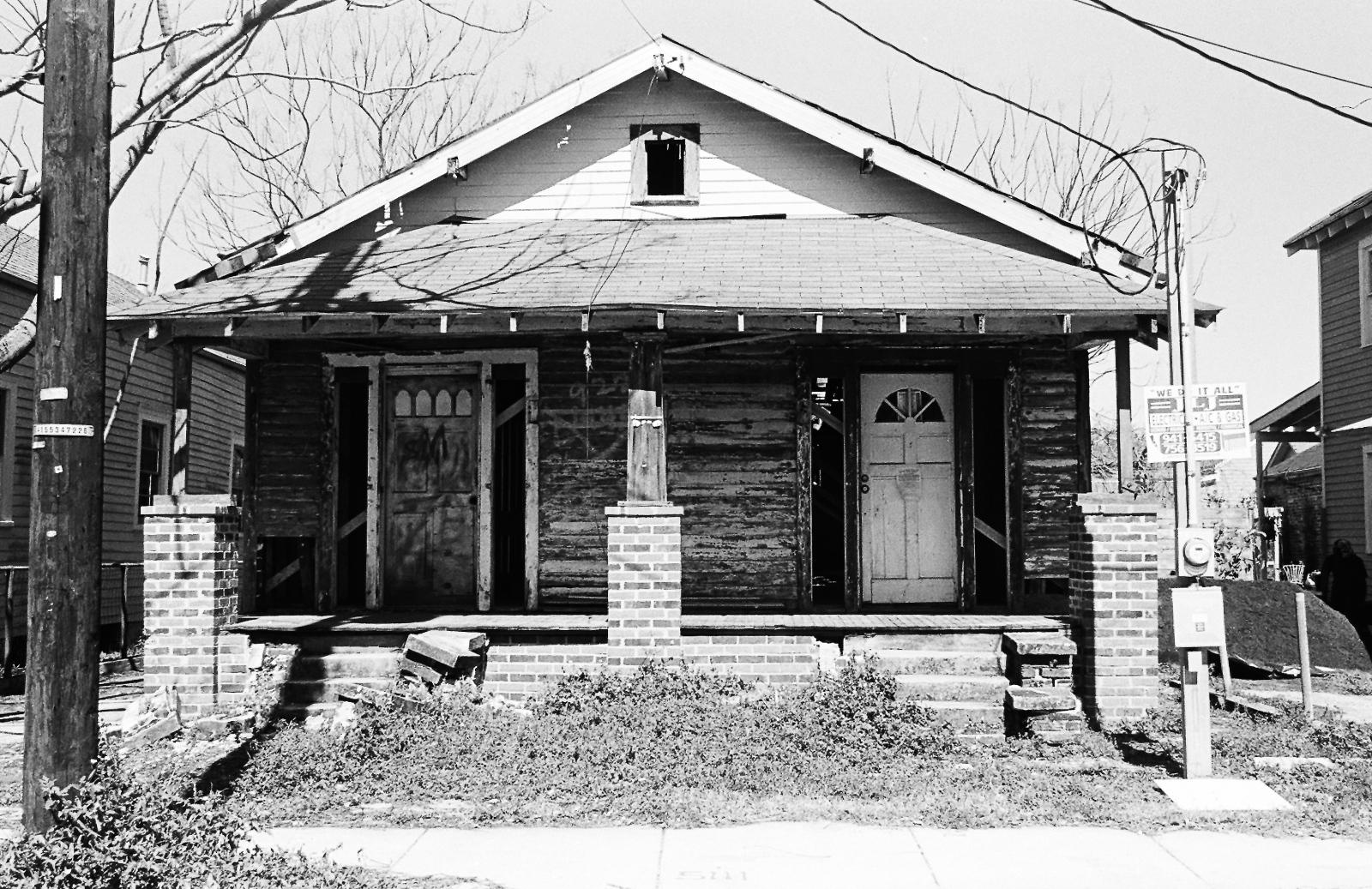 Art and Documentary Photography - Loading 9thwardhouse2.jpg