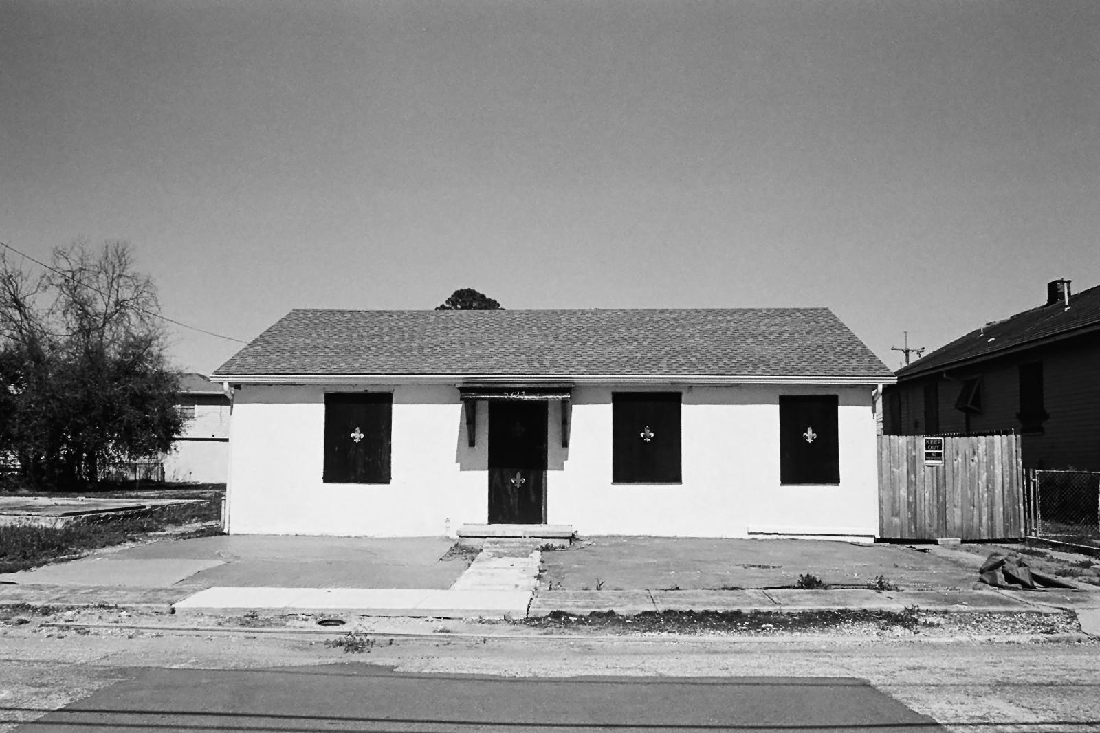 Art and Documentary Photography - Loading 9thwardhouselarge.jpg