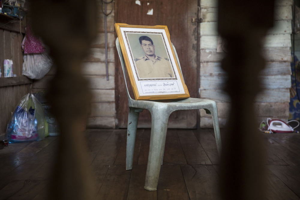 Boonyong Intawong, 42, was shot dead in his house on 20 December 2002 in Baan Rong Ha village, Amphur Wiang Chai in Chiang Rai Province. A leader of a campaign against a mining company, he was targeted after bringing a team from the National Human Rights Commission to see the environmental damage caused by the quarry.