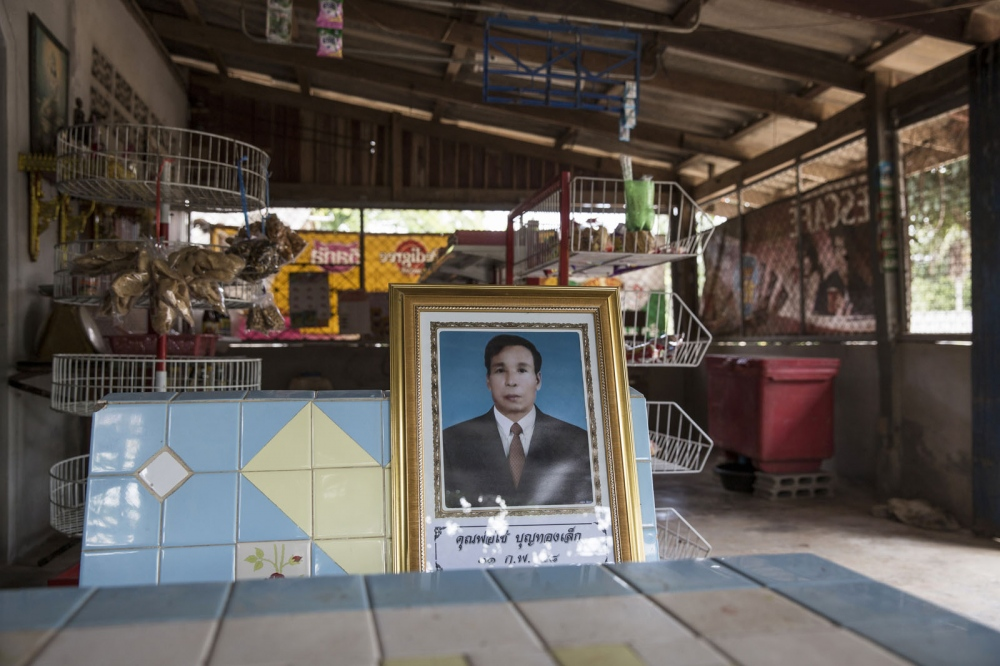 Chai Bunthonglek was shot dead by two gunmen on 11 February 2015 when vis- iting a relative's house. The 61-year-old member of the Southern Peasant's Federation of Thailand (SPFT) from Khlong Sai Pattana community in Chai Buri District of Surat Thani province was part on a long time dispute over land rights with a palm oil company. He is the fourth member of Khlong Sai Pattana community killed in 5 years.