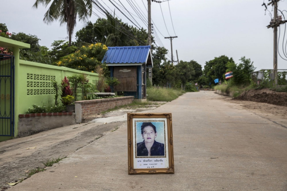 Pakwipa Chalernklin, 49, was shot dead on the 14 October 2004 near to her house in Ba Mok District of Ang Thong province. She was a community member of Baan Hua Krabu group who were fighting against the construction of a contain- er port on the nearby river.