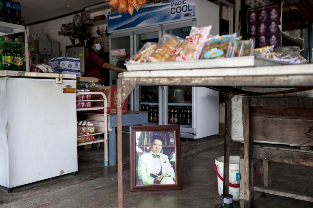 Suwat Wongpiyasathit, 45, was shot dead inside a shop on 26 June 2001 in Bang Phli district of Samut Prakan Province. He was the leader of a group of villagers campaigning against the relocation of a garbage landfill site proposed to be placed next to their village.