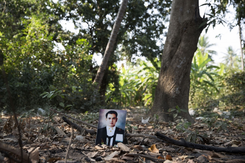 Taksamol Aobaom was shot dead on a highway on 10 September 2011. He was a lawyer campaigning against the illegal practices by officials of the Kaeng Krachan National Park against an ethnic Karen community living inside the park.